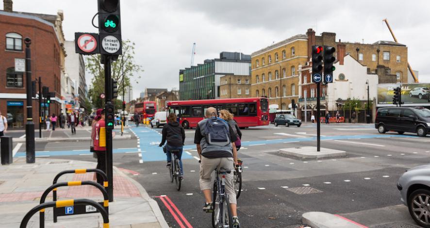 <p>Nüfusları hızla artan kentsel alanlarda ulaşım sorunları da günden güne karmaşık bir hal almaktadır.<br /> Daha yaşanabilir kentler yaratmak ve ulaşım sorunlarına sürdürülebilir çözümler üretmek için trafik<br /> mühendisliği çalışmaları yürütmekteyiz. Trafik mühendisliği çalışmalarında temel ilkemiz ulaşım<br /> yatırımları süreçlerinde analitik yöntemler kullanarak projelere yön vermektir. Bu uzmanlık alanımız<br /> kapsamında verdiğimiz hizmetler şunlardır:</p>